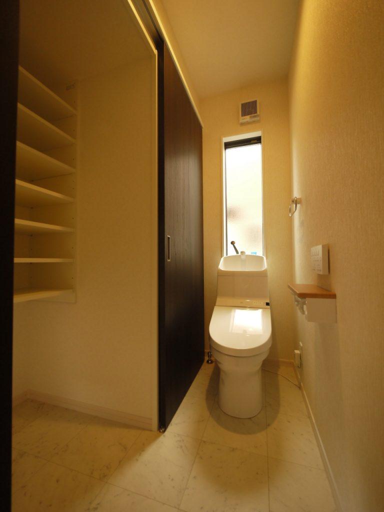 S様邸収納付トイレ